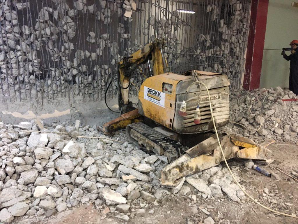 Демонтаж монолитной стены
