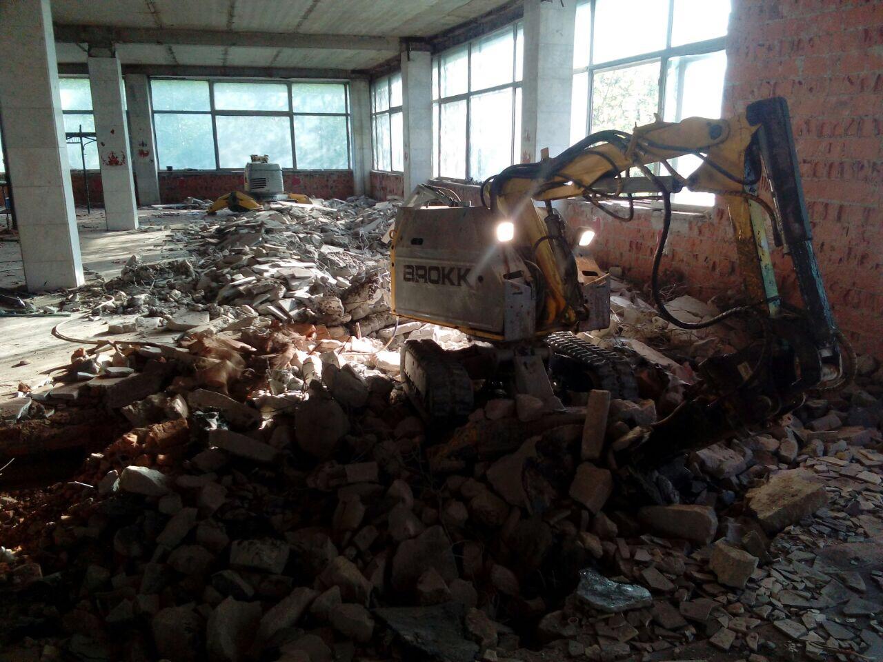 Демонтаж бетонной и железобетонной стяжки роботом Brokk