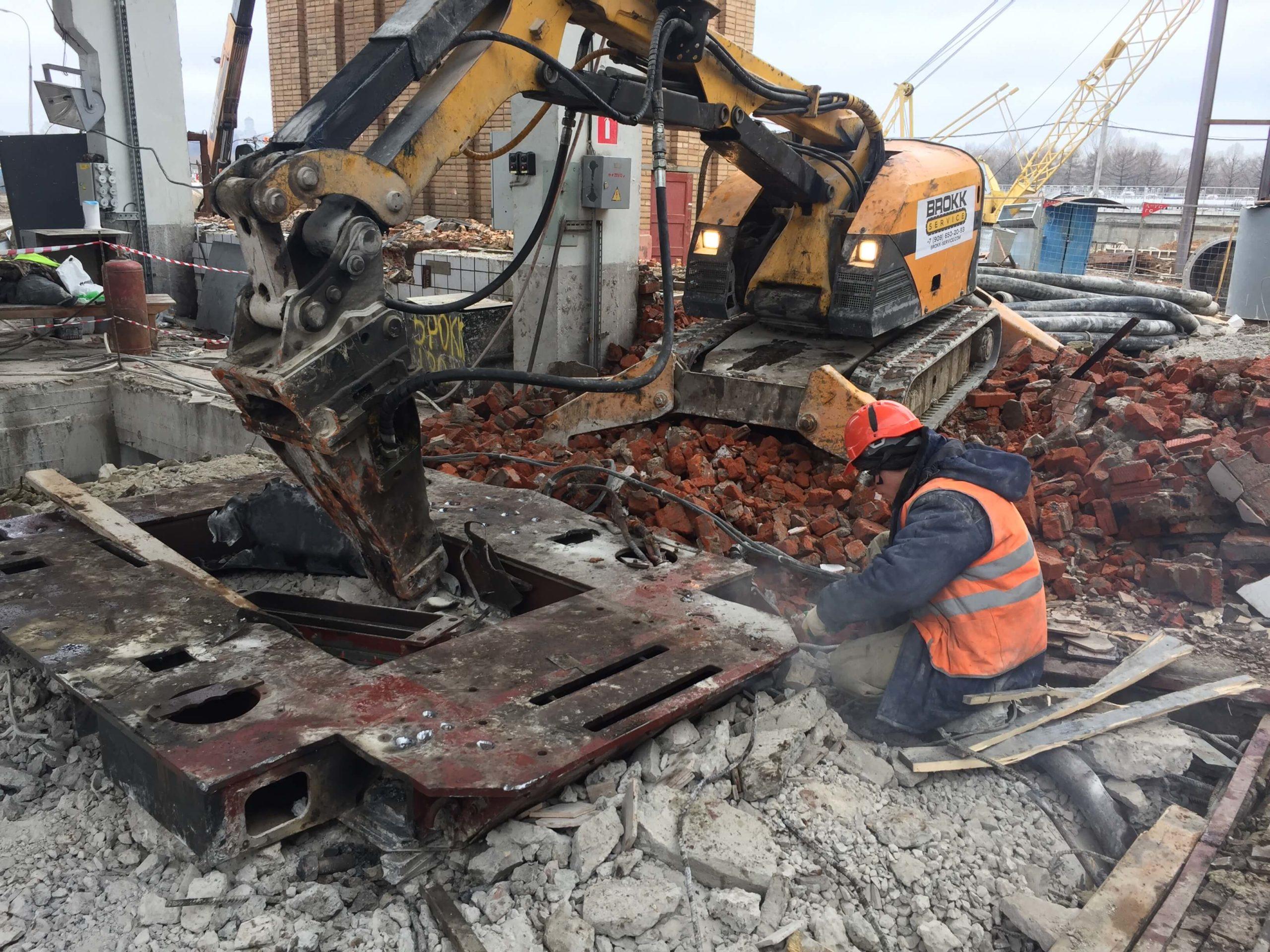 Демонтажные работы при реконструкции здания