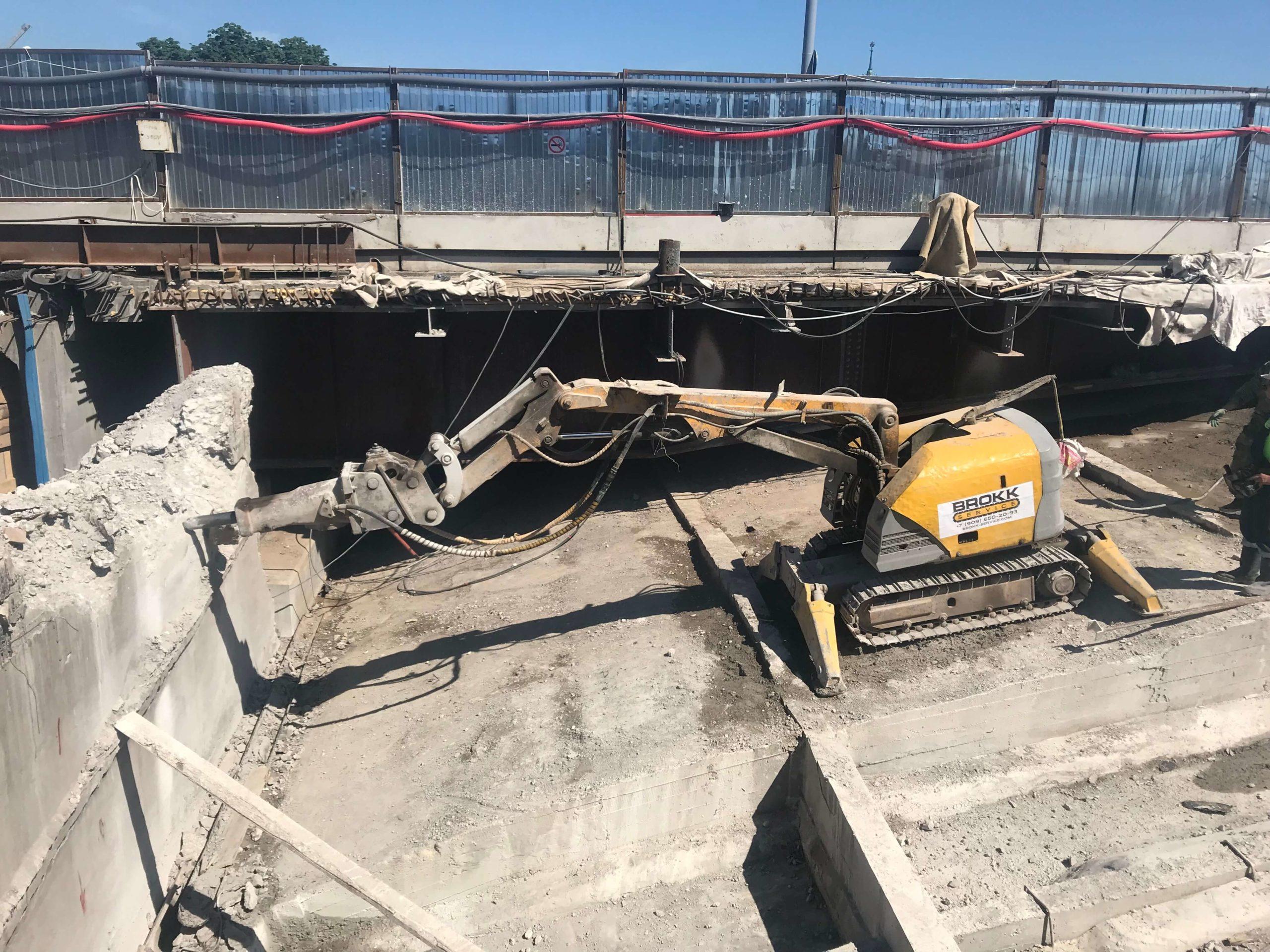 Реконструкция мостового сооружения с применением робота Brokk