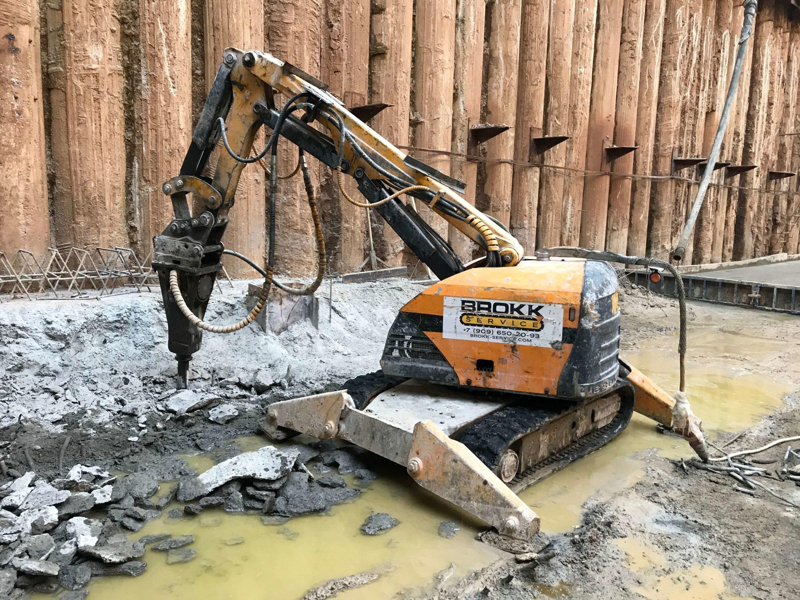 Работы по демонтажу фундамента роботом-разрушителем