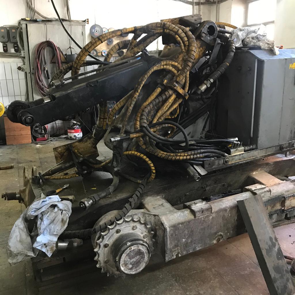 Разобранный демонтажный робот